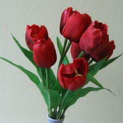 Tulipáncsokor 9 virággal,  piros (mű)