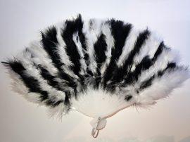 Marabutoll legyező 21 bordás fehér-fekete színben