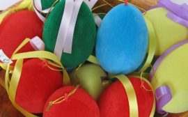 Plüss tojás 7 cm 4 színben