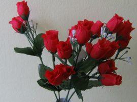 Bimbós rózsacsokor 18 bimbóval piros (mű)