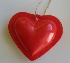 PVC szív arany zsinóron 5 cm