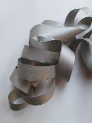 Extra méretű ezüstös szerpentin 15 m  9 sáv